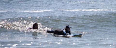 HICサーフィンスクール 千葉 海の中では1対1